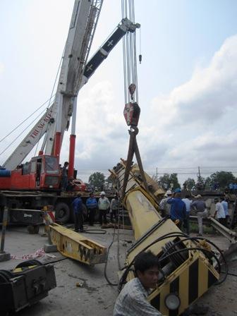 Tàu đâm đứt đôi xe tải: Đã đưa 3 toa tàu ra khỏi đường ray - 5