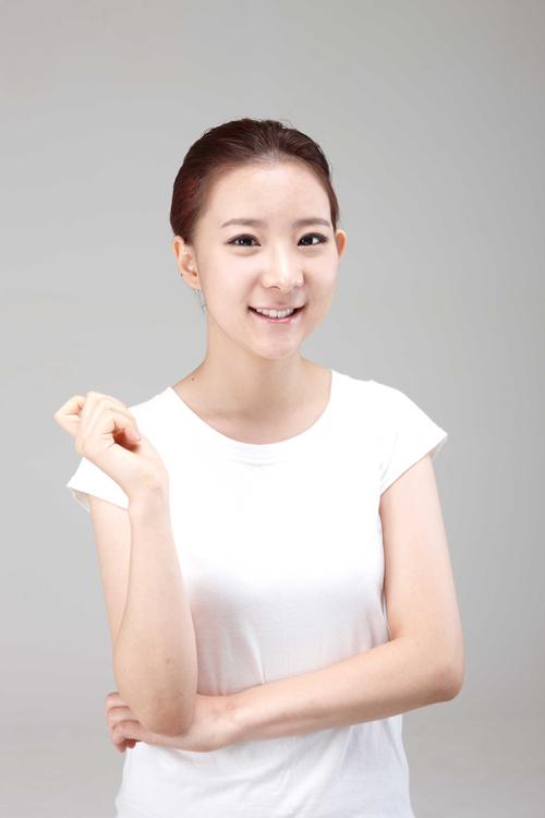 Thiếu nữ Hàn Quốc xinh đẹp hơn nhờ căn chỉnh mặt lệch - 9