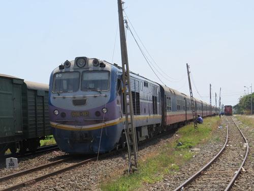 Tàu hàng trật bánh tại khu vực đường sắt Phú Yên - 4
