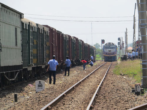 Tàu hàng trật bánh tại khu vực đường sắt Phú Yên - 3