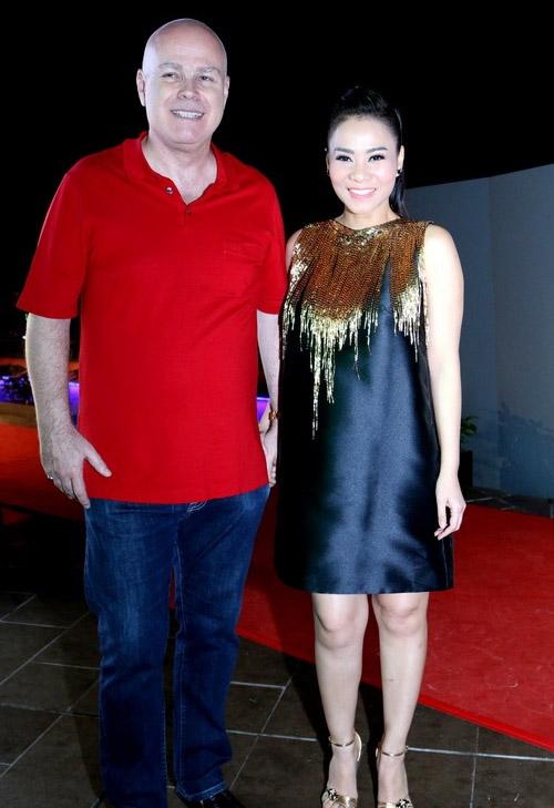 """Thời trang của 5 """"bà bầu"""" đình đám trong showbiz Việt - 8"""