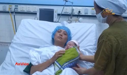 Nghẹn ngào phút ly biệt của người mẹ ung thư sinh con - 1