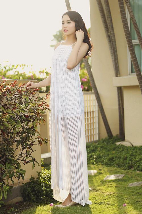Hoa hậu Kỳ Duyên khoe vai trần với váy 2 dây - 4