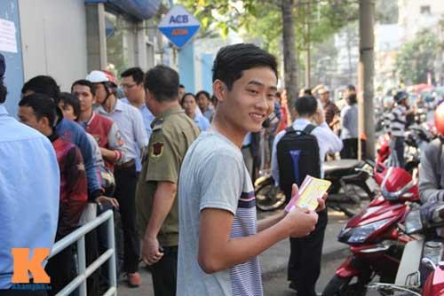 Xếp hàng dài mua vé xem U23 Việt Nam thi đấu - 4
