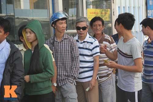 Xếp hàng dài mua vé xem U23 Việt Nam thi đấu - 5