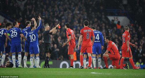 """Thầy trò Mourinho bị truyền thông """"đánh"""" tơi bời - 4"""