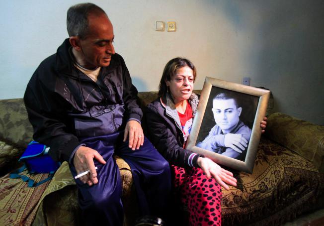 """Lộ danh tính """"đao phủ nhí IS"""" hành quyết """"gián điệp"""" Israel - 2"""