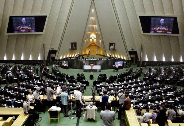 """Iran ra dự luật biến phụ nữ thành """"máy đẻ"""" - 1"""
