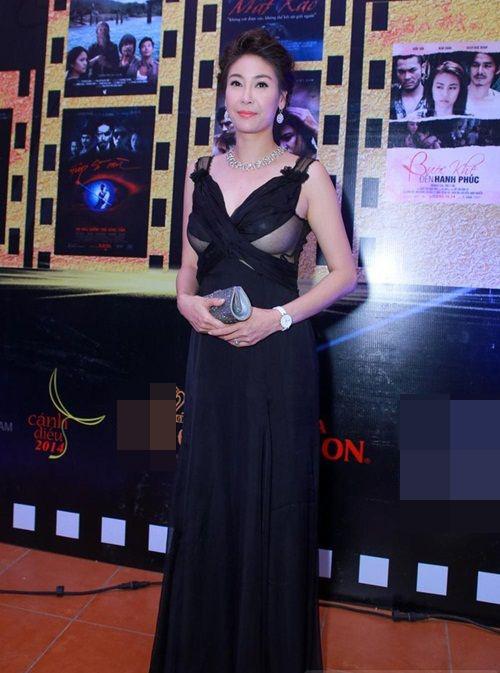 8 bộ váy gây tranh cãi của sao Việt tại liên hoan phim - 3