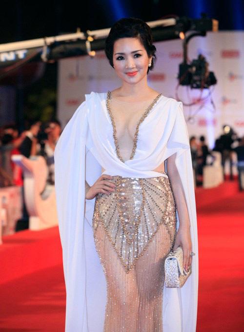 8 bộ váy gây tranh cãi của sao Việt tại liên hoan phim - 6
