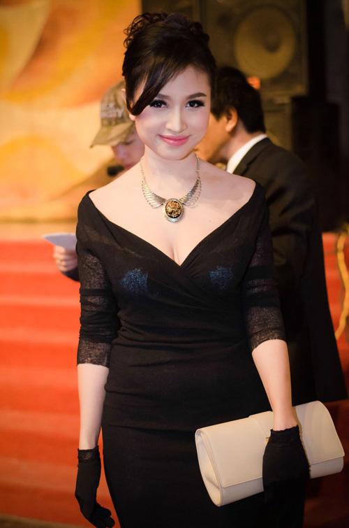 8 bộ váy gây tranh cãi của sao Việt tại liên hoan phim - 11