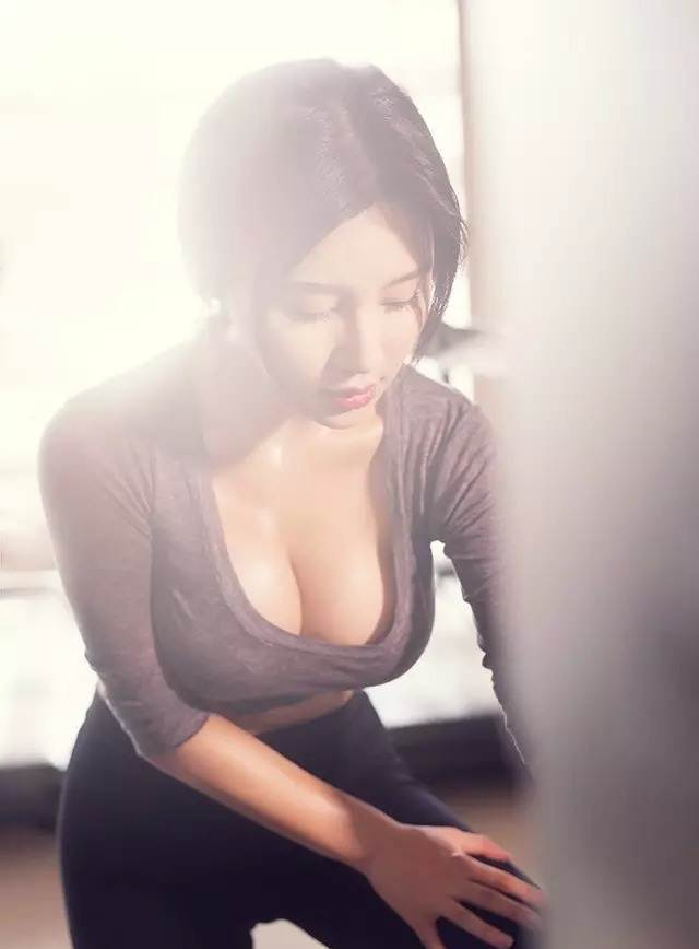 Hot girl ĐH Bắc Kinh khoe ảnh tập thể hình đẹp hút hồn - 4