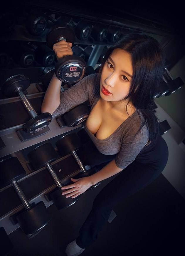 Hot girl ĐH Bắc Kinh khoe ảnh tập thể hình đẹp hút hồn - 5