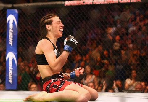 UFC: K.O đối thủ, nữ võ sĩ ghi tên vào lịch sử - 2