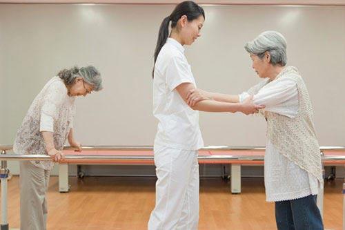 3 lưu ý khi chăm sóc người bệnh tai biến mạch máu não - 1