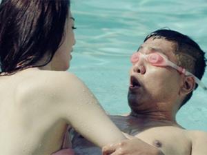 Khánh My diện bikini bốc lửa, làm cô giáo dạy bơi