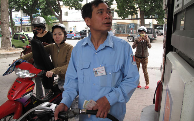 Giá xăng Việt Nam rẻ thứ 46 trên thế giới - 1