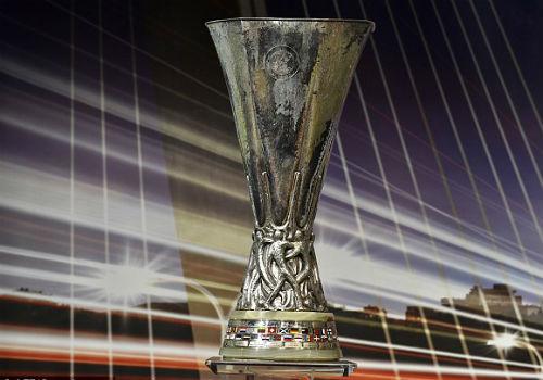 Wenger muốn đá Europa League để dễ vô địch - 2
