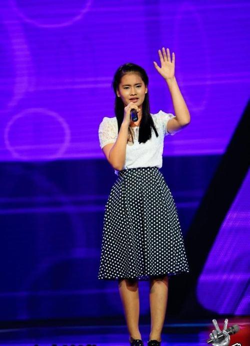 """Hé lộ về """"cô gái kẹo kéo"""" hát hit của Hồ Quỳnh Hương - 1"""