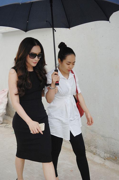 """Hé lộ về """"cô gái kẹo kéo"""" hát hit của Hồ Quỳnh Hương - 4"""