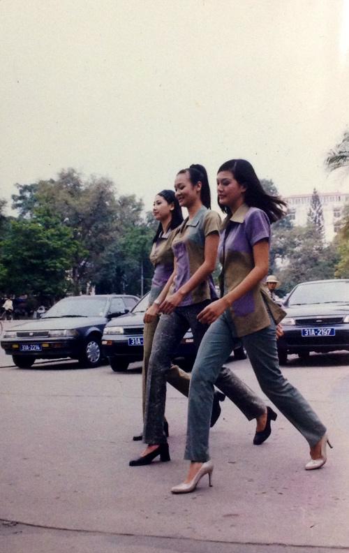 """Lộ ảnh """"độc"""" của 3 hoa hậu xinh đẹp 15 năm về trước - 16"""
