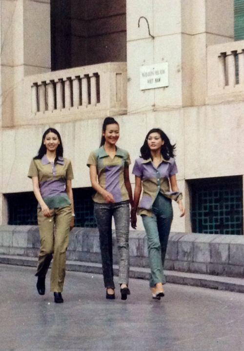 """Lộ ảnh """"độc"""" của 3 hoa hậu xinh đẹp 15 năm về trước - 17"""