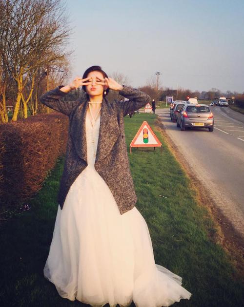 Á hậu Huyền My xinh tươi chụp hình váy cưới ở London - 4