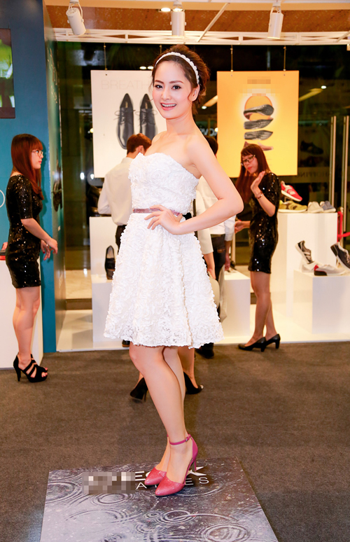 Chân dài Hà Anh quyến rũ cùng váy xẻ ngực - 5