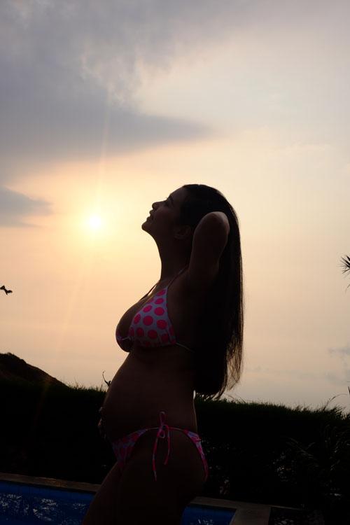 Lê Kiều Như diện bikini, khoe bụng bầu 7 tháng - 2