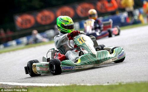 Con trai Michael Schumacher gặp tai nạn đua xe - 1