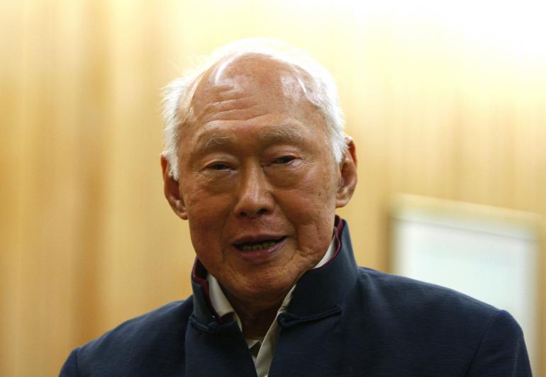 Singapore bác tin đồn ông Lý Quang Diệu từ trần - 1