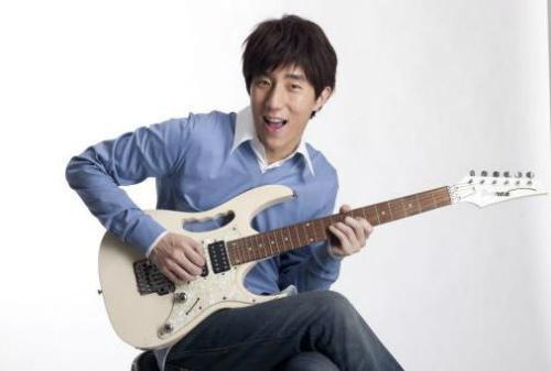 Con trai Thành Long từng hát rong kiếm tiền - 2