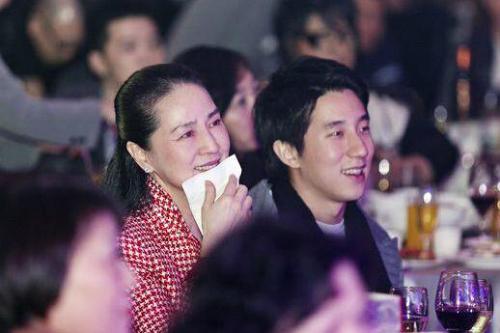 Con trai Thành Long từng hát rong kiếm tiền - 3