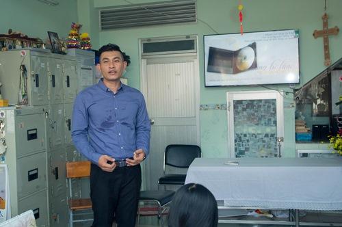 Nguyễn Hồng Ân mời sư thầy, linh mục hát trong album - 1