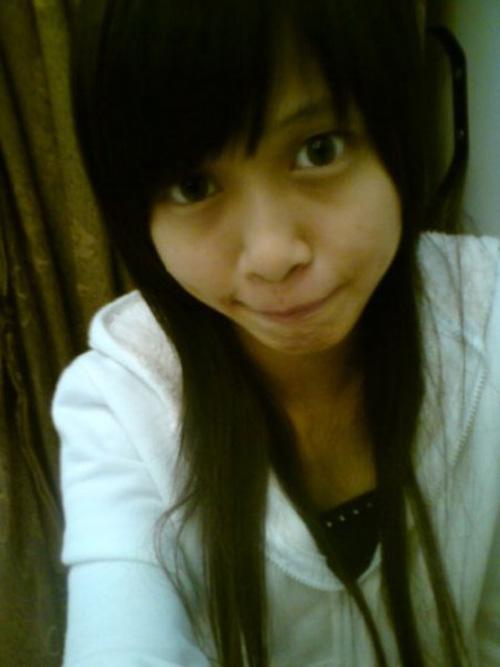 Hot girl Malaysia lộ ảnh cũ gày đét, đen nhẻm - 4