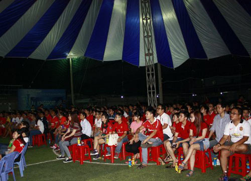 """Fan MU Việt Nam chuẩn bị """"sóng lớn"""" đón Liverpool - 2"""