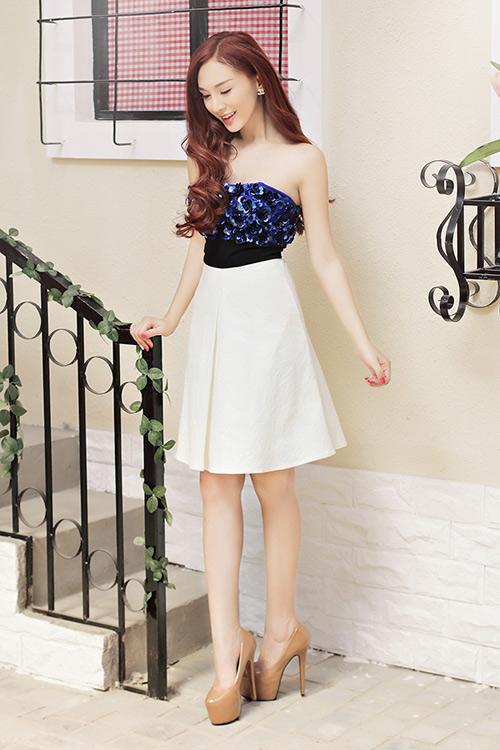 Hot girl Kelly mặc váy in hoa hồng giống của Docle - 5