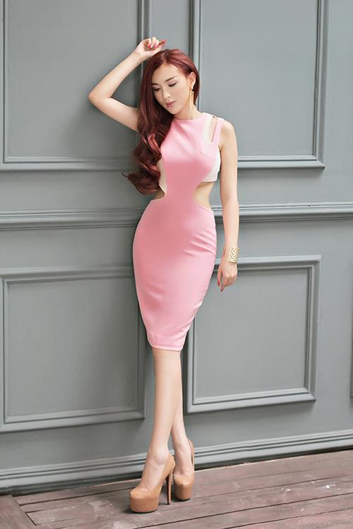 Hot girl Kelly mặc váy in hoa hồng giống của Docle - 12