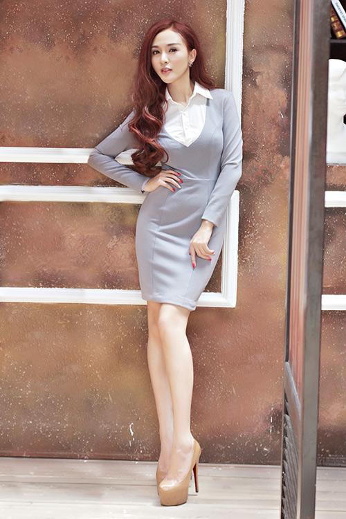 Hot girl Kelly mặc váy in hoa hồng giống của Docle - 14