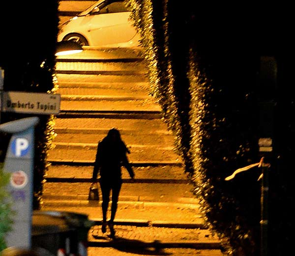 """Ý: Lập phố đèn đỏ để khách làng chơi """"thoải mái hơn"""" - 2"""