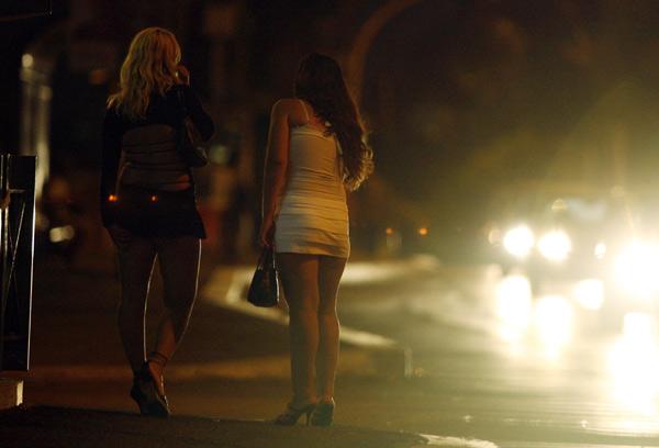 """Ý: Lập phố đèn đỏ để khách làng chơi """"thoải mái hơn"""" - 3"""