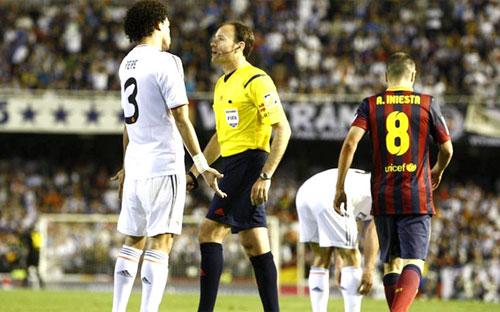 """Trọng tài """"ám"""" Barca bắt Siêu kinh điển - 1"""