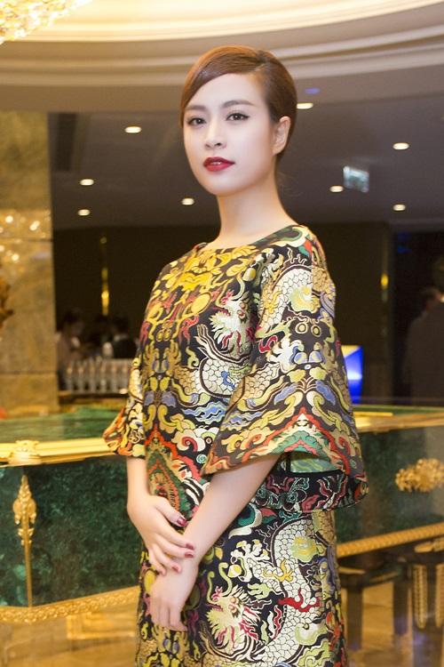 Minh Hằng, Hoàng Thùy Linh đọ sắc tại tiệc hoàng gia - 4