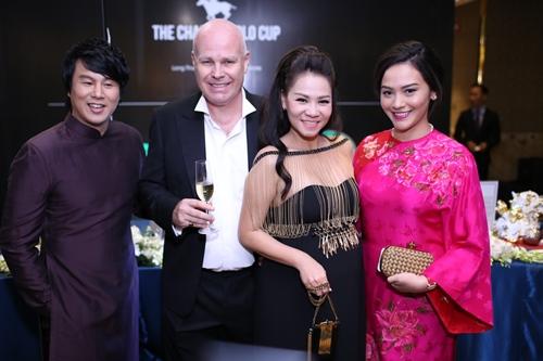 Minh Hằng, Hoàng Thùy Linh đọ sắc tại tiệc hoàng gia - 9