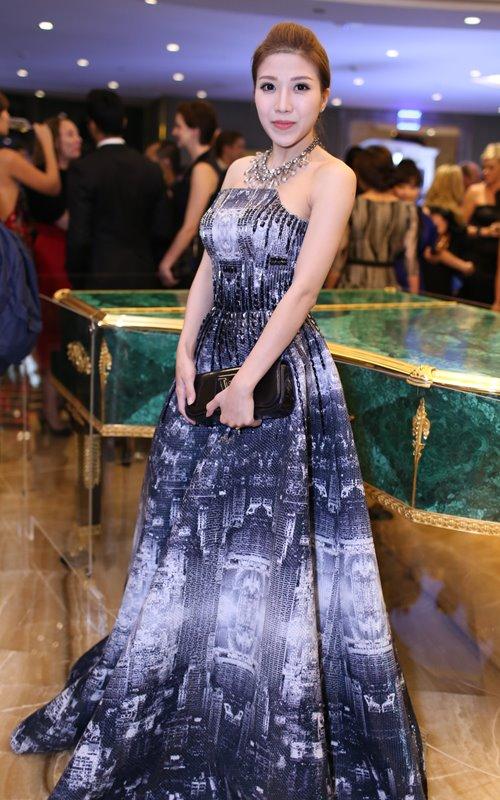 Minh Hằng, Hoàng Thùy Linh đọ sắc tại tiệc hoàng gia - 18