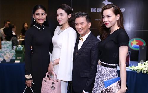 Minh Hằng, Hoàng Thùy Linh đọ sắc tại tiệc hoàng gia - 17