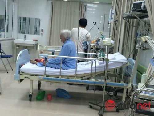 Đại gia rệu rã vì sang Singapore chữa bệnh - 1
