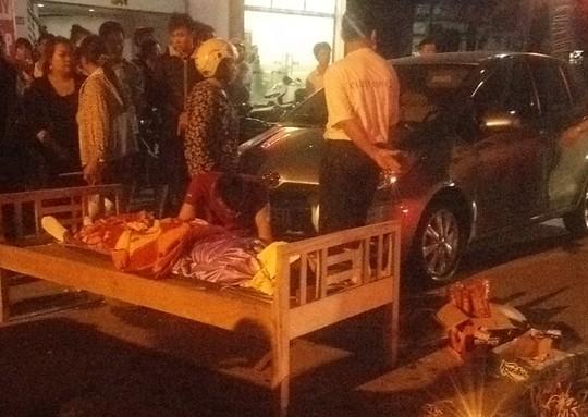 Mở cửa xe ô tô bất cẩn gây tai nạn chết người - 1
