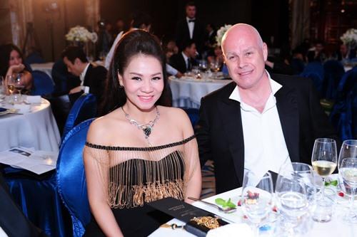 Chồng Thu Minh tặng vợ sợi dây chuyền 400 triệu - 3