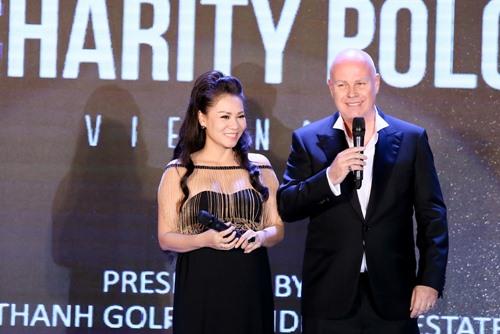 Chồng Thu Minh tặng vợ sợi dây chuyền 400 triệu - 1